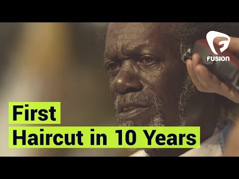 Stylists Gives Homeless Man First Haircut in Over 10 Years | Street Cuts