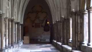 Вестминстерское Аббатство - 2(Внутренний двор Аббатства( Cloister Garth).В самом Аббатстве снимать нельзя, но в конце видео я захватил маленький..., 2013-04-08T16:11:49.000Z)