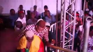 Download Video Tyaf papa-yasir au concert de la fête de l'indépendance 2018 MP3 3GP MP4