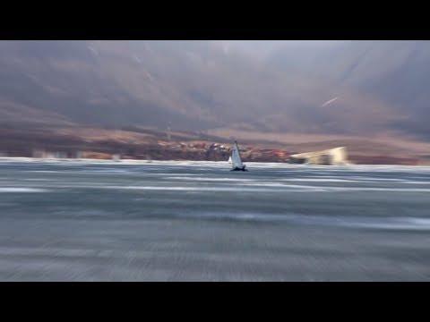 Рассекая лёд: на Байкале проходят гонки на буерах