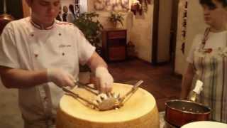 Как готовят пасту в головке сыра. Oleo Pizza