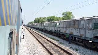 The Red Train Crawls and skips | 15023 GKP-YPR EX | INDIAN RAILWAYS