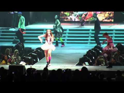Miley Cyrus - Hoedown Throwdown - Live in...