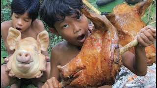 Download Video Primitive Technology - Grilled pig head in forest - eating delicious MP3 3GP MP4