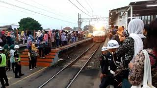 Moment special!!! Kereta api masuk jalur salah efek tabrakan kereta