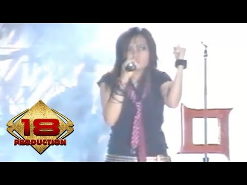 Kotak - Kau Pikir Kaulah Segalanya (Live Konser Safari Musik Indonesia- Amurang Manado 2006)
