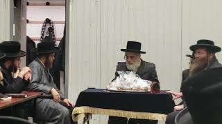 Viznitz Yerushalayim Rebbe Giving Out Chanukah Gelt 4th Night Chanukah 780