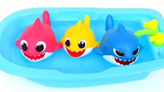 Learn colors with PinkFong Baby Shark Family and Funny Bathtub