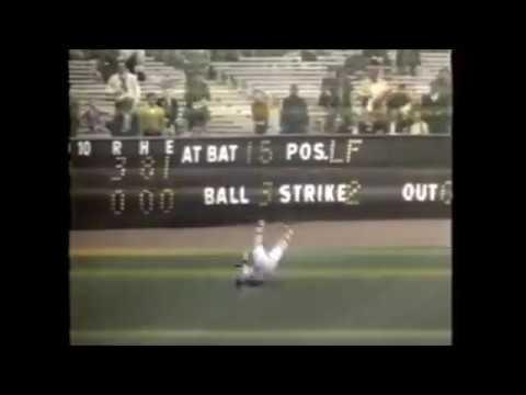 Carl Yastrzemski makes a one handed catch vs Yankees