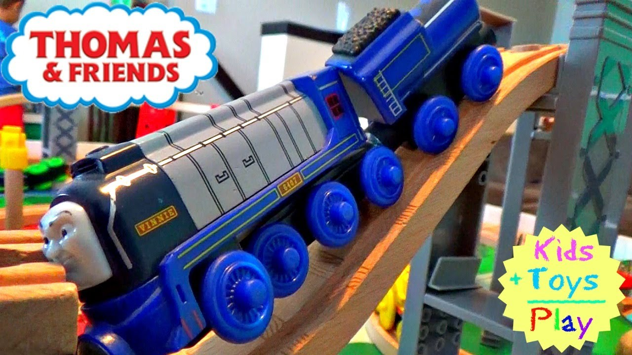 Thomas And Friends Wooden Railway Thomas Tender Engines With Murdoch Flying Scotsman Vinnie