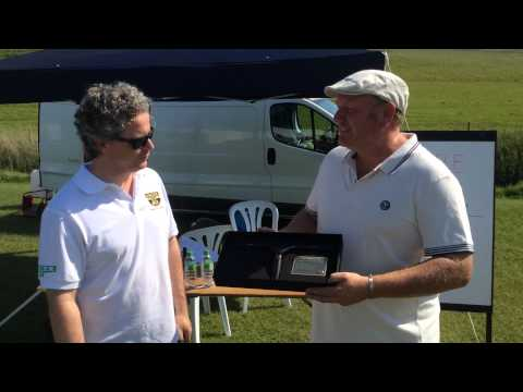 Mark Munro receiving his Unger Award