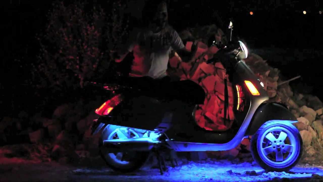 Vespa GTS250 scooter - LED light modifications | MicBergsma