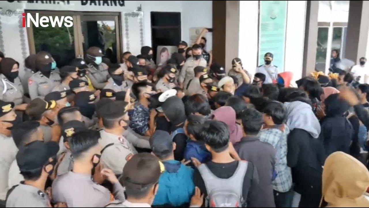 Ricuh! Aksi Demonstrasi Mahasiswa Terlibat Adu Fisik dengan Petugas - Police Line 09/07