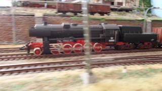 Паровоз BR-52 (ПЕ) з вантажним потягом.