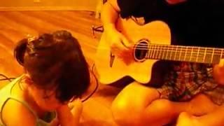 湖梅と新たに届いたギターと!!。