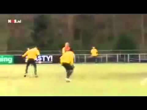 Incredibile Skill and goal by Afellay on training