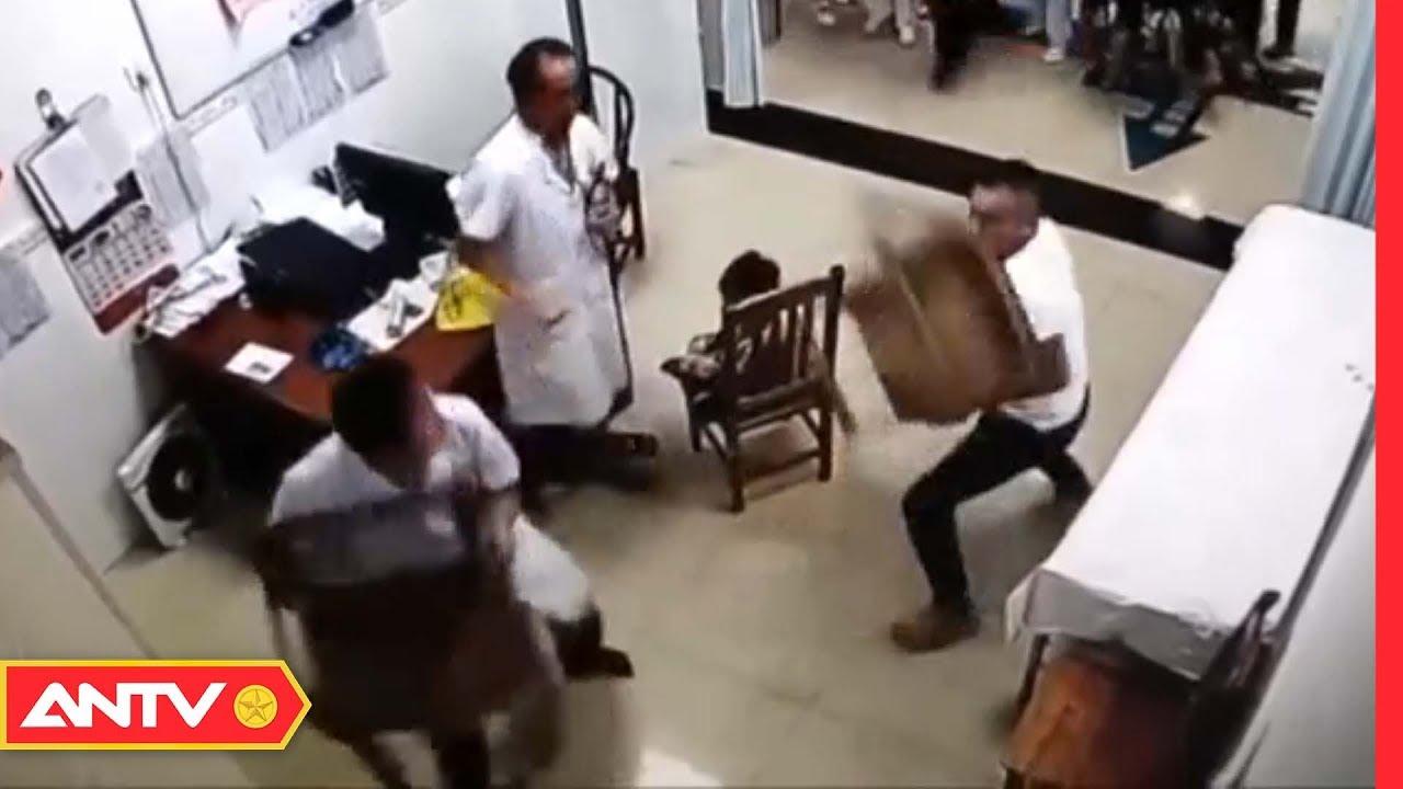 Bác sĩ và người nhà bệnh nhân cầm ghế phang nhau gây náo loạn bệnh viện | Điều tra | ANTV