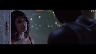 Ranbir and Priyanka share an intimate moment | Anjaana Anjaani