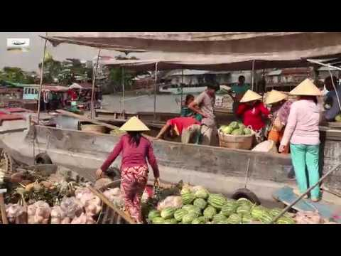 Visiting a floating market in the Mekong delta is one of the highlights in this region