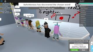 Playing bitch lasagna on roblox to save pewdiepie :)