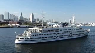 横浜港大桟橋 ロイヤルウイング(royalwing)着岸