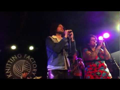 The Moldy Peaches - Steak For Chicken (Live @ The Knitting Factory 11/13/11)