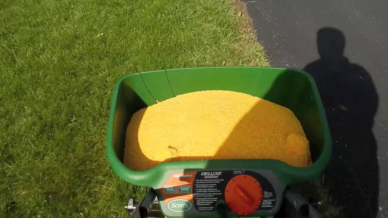 Scotts Fertilizer Spreader Lying Lawnpro