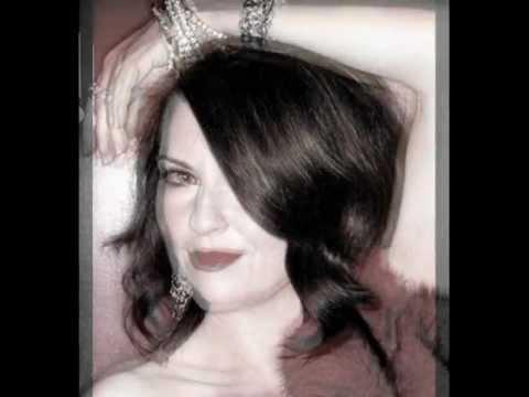 Megan Mullally sings