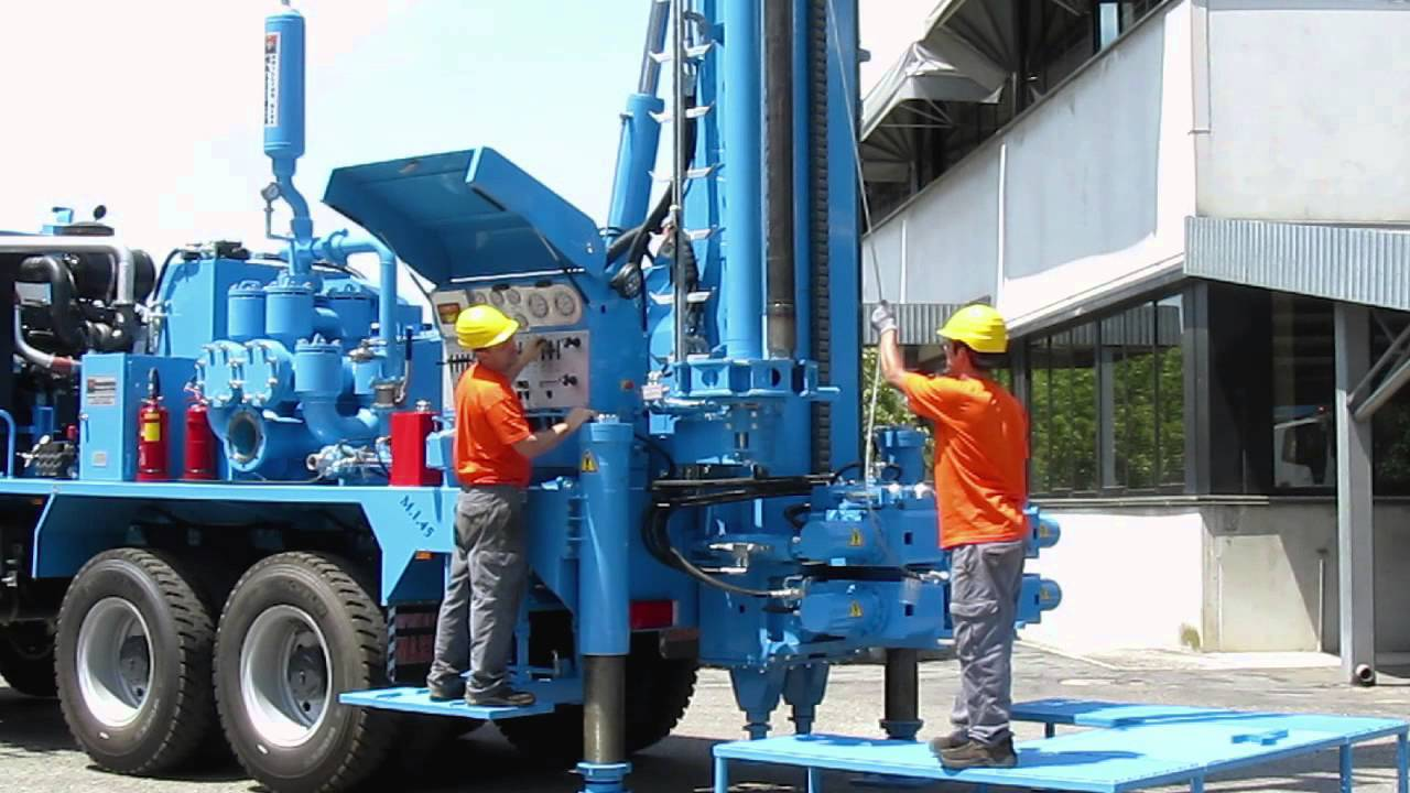 M I 45 water wells drilling rig, 45 tons pull-back and carousel pipe loader