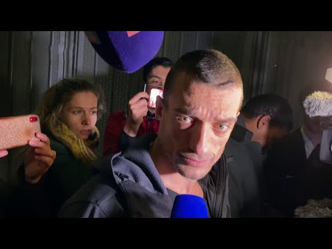 Художник-акционист Петр Павленский вмешался в выборы мэра Парижа.