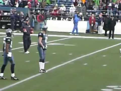 Matt Hasselbeck warming up before playoffs