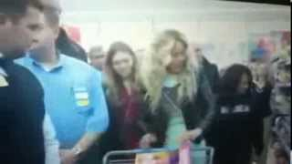 Beyonce Surprises Walmart Shoppers with $37,500