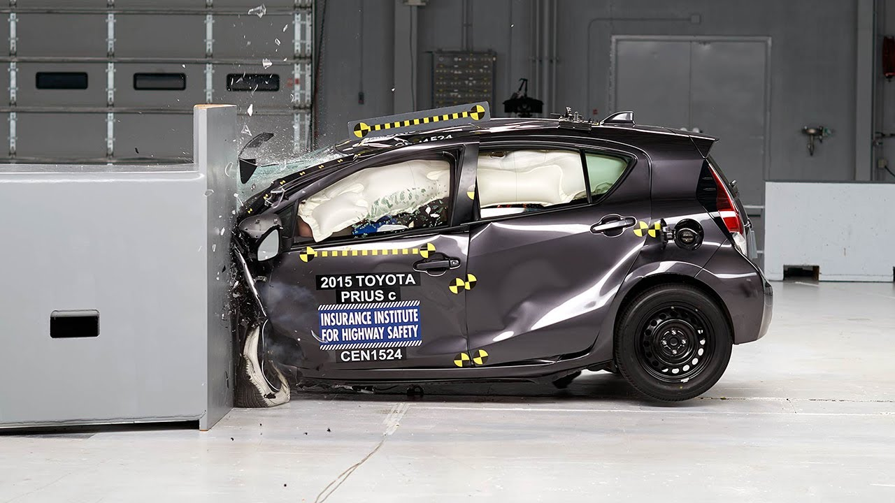 2015 toyota prius c driver side small overlap iihs crash. Black Bedroom Furniture Sets. Home Design Ideas