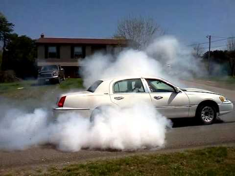 Bad Ass Burnout Town Car Wit Cobra Engine Youtube