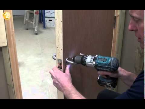 Tommys trade secrets how to fit an interior door handle youtube planetlyrics Images