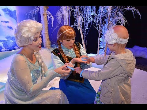 DISNEYLAND - A SURPRISE FOR ELSA AND ANNA ❄️