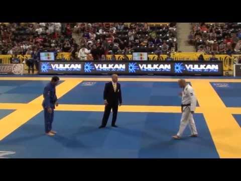 Xande Ribeiro x Ricardo 'Pezao' Oliveira: 2013 Worlds