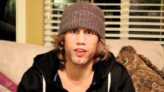 """Urijah Faber gives the """"Korean Zombie"""" an English Lesson"""