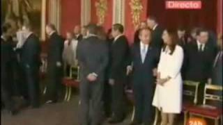 Obama bows down to Saudi King Abdullah