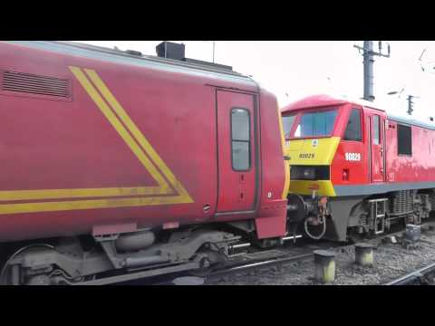 1M80 Shieldmuir to Willesden Postal Train 1M80 at Newcastle Central Class 90 90029 - 30th march 2013