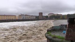 Maltempo Firenze, timore per la piena dell'Arno: le immagini del fiume