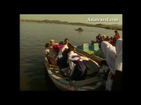 Kallar Kahar, Pakistan by Asiatravel.com