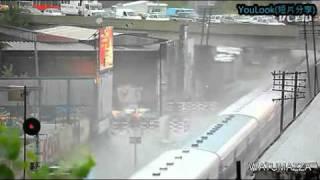 震撼實拍 當火車遇上積水時 youlook 短片分享