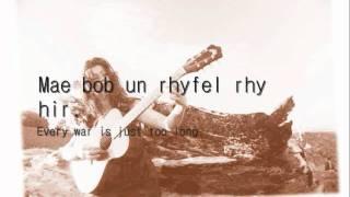 Llun yn y Papur - Gwyneth Glyn (geiriau / lyrics)