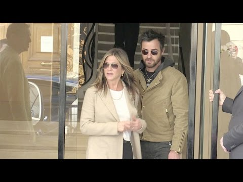 EXCLUSIVE - Jennifer Aniston and Justin Theroux shopping in Paris