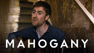 YouTube動画:Jamie Lawson - The Haunting Of Me | Mahogany Session