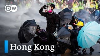 Hong Kong activists defy protest ban, clash with police | DW News