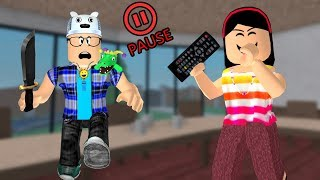 ROBLOX: PAUSE CHALLENGE IN MURDER WITH MY MOTHER!! -Play Old man