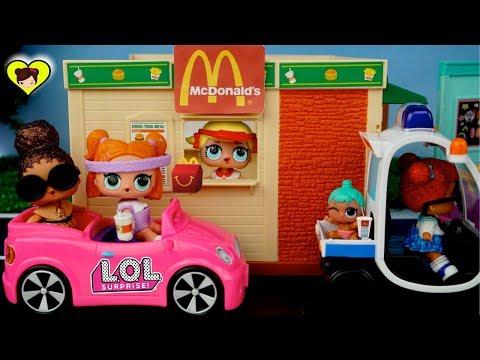 Muñecas L.O.L Surprise en el Drive Thru de Mc Donalds - Cajita Feliz de Juguetes LOL Pets