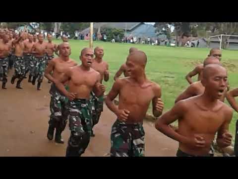 Kepala Botak Hujan Panas Lari Pagi Prajurit CATAM TNI Indonesia